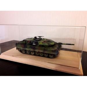 Короб, бокс, футляр для танков 1:35 или авто 1:18 на деревянном основании.
